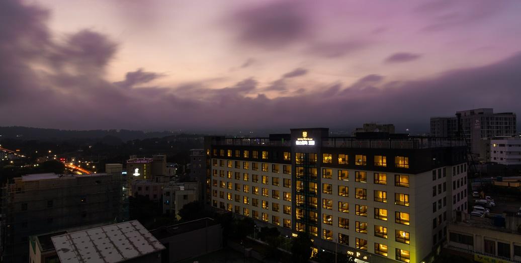 호텔 야간전경