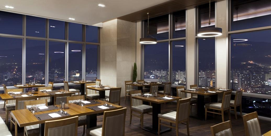 최고층(22층)에 위치한  C'cafe